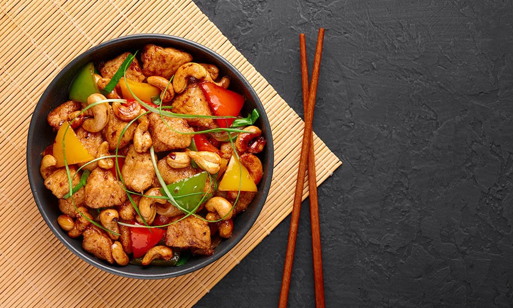 bowl of chicken stir-fry for muscle growth