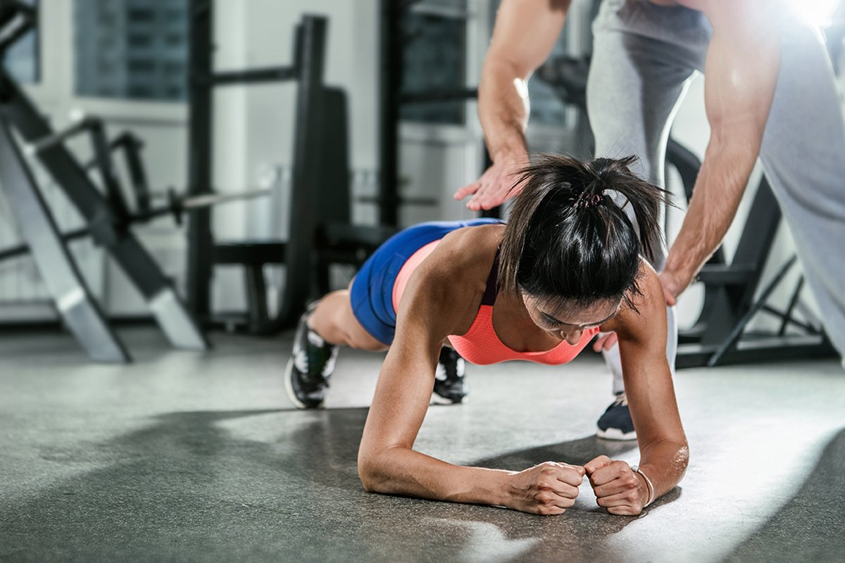 woman doing a plank exercise for her core