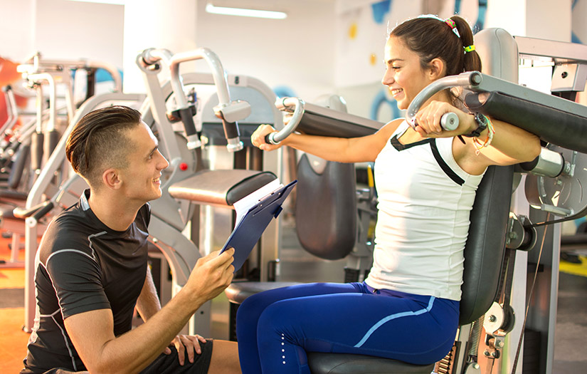 personal trainer communicating with client