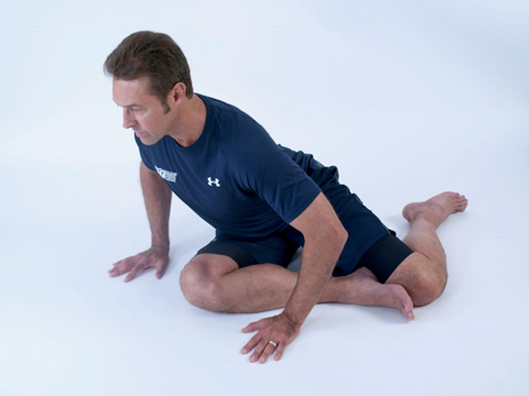 man doing a glute stretch