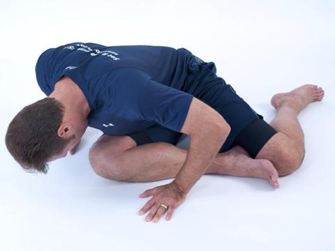 man finishing a dynamic glute stretch