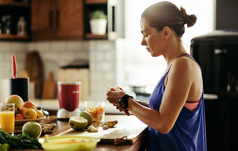 woman making a smoothie for recovery